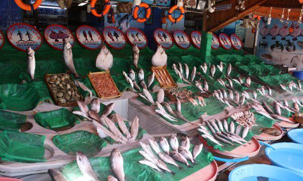 Kumkapı - die letzten Waren auf dem Fischmarkt