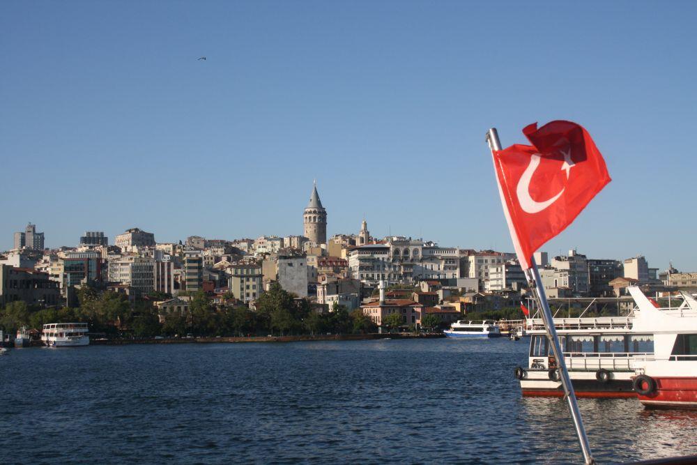 Bosporus-Tour mit Blick auf den Galata-Turm