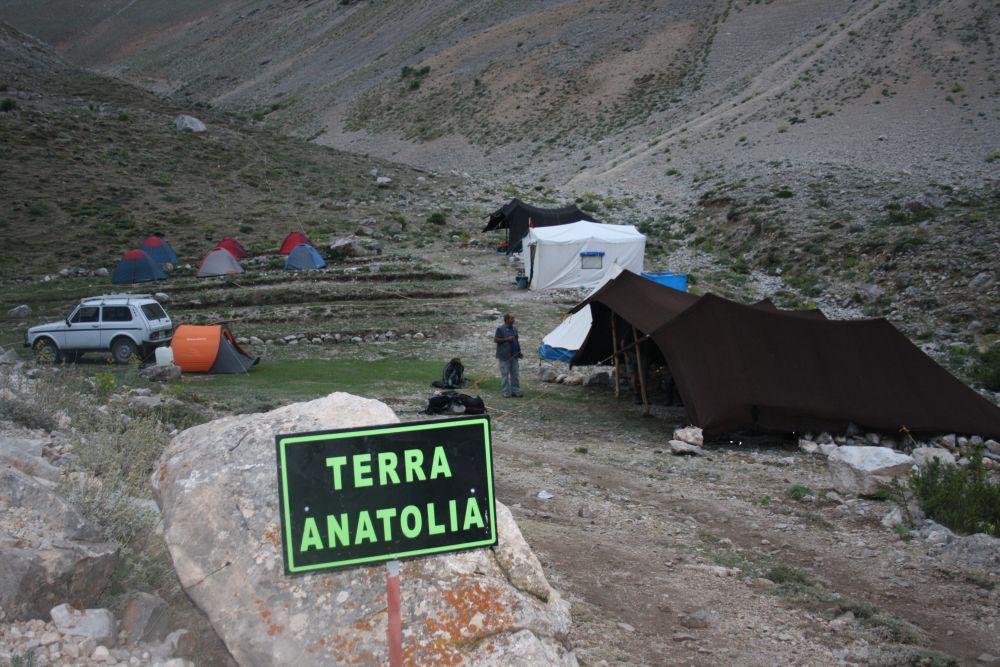 Zeltlager auf der Tülü-Hochebene (2110 m)